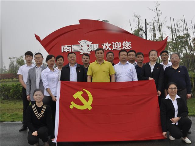 组织 全体党员参观呼和浩特舰.JPG