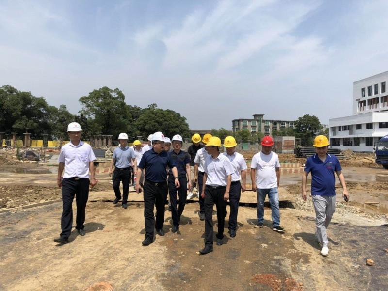 集团党委委员、副总经理章勇一行莅临江安学校异地重建工程视察指导工作