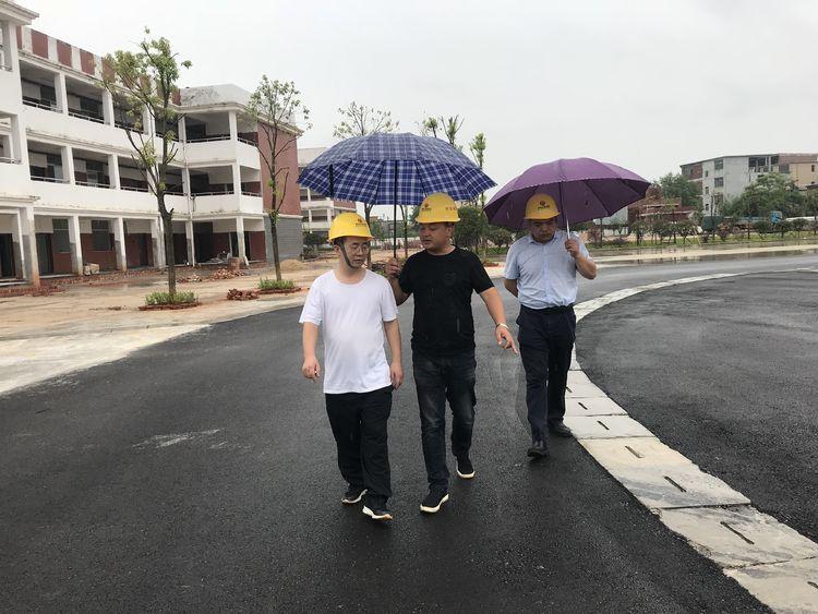 公司副總經理肖長華來到進賢縣基礎教育提升改造工程(一期)項目檢查指導工作